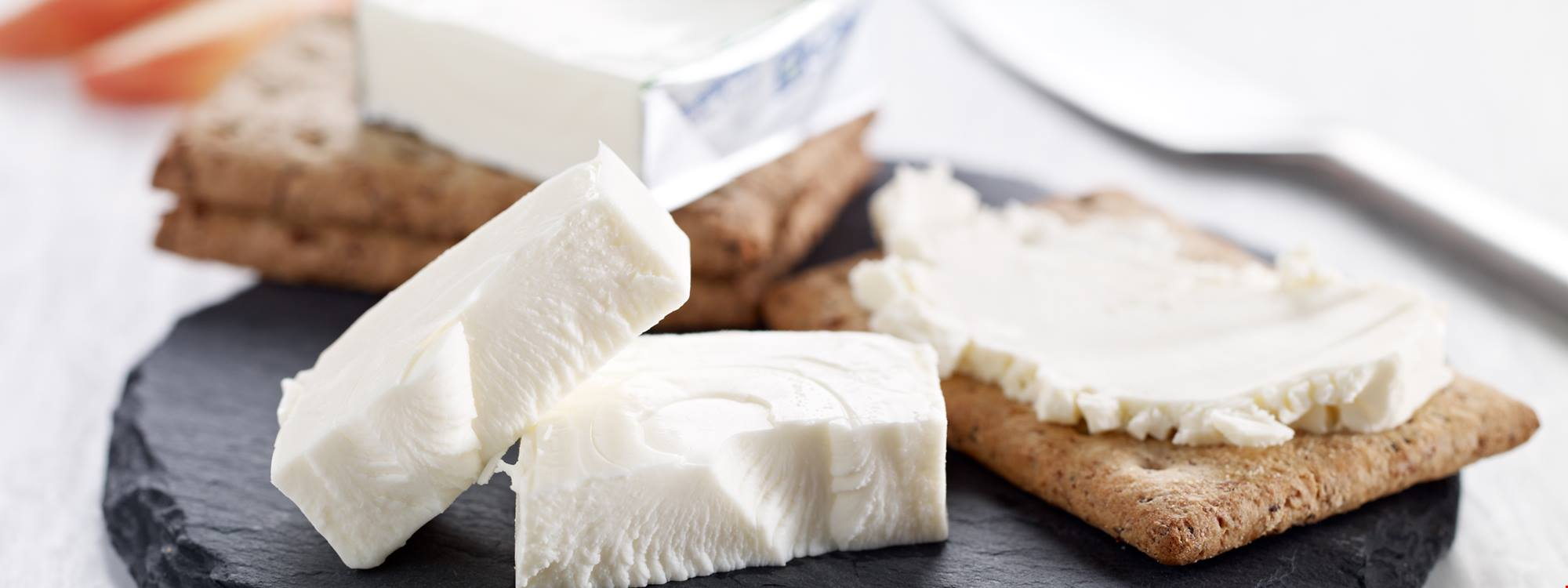 Appealing white cheese with low protein
